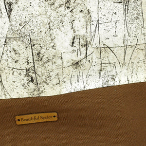 Beautiful Syster Nancy zipped project bag with brown and weathered wood effect fabric. Photo is shows a closeup of the tag.