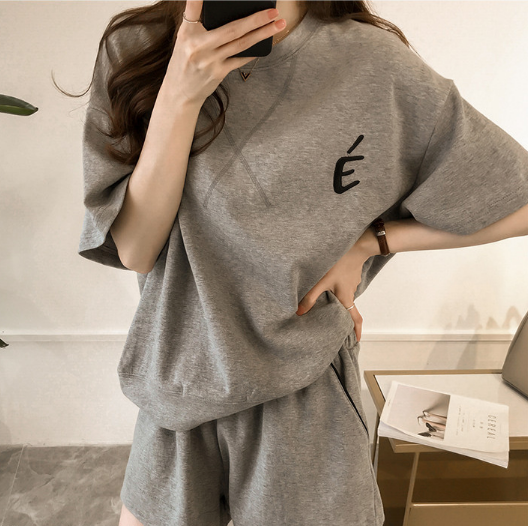 Women's Casual 2 Piece Sports Outfit Set Pullover Top Short Sleeve T-shirt and Short Tracksuit