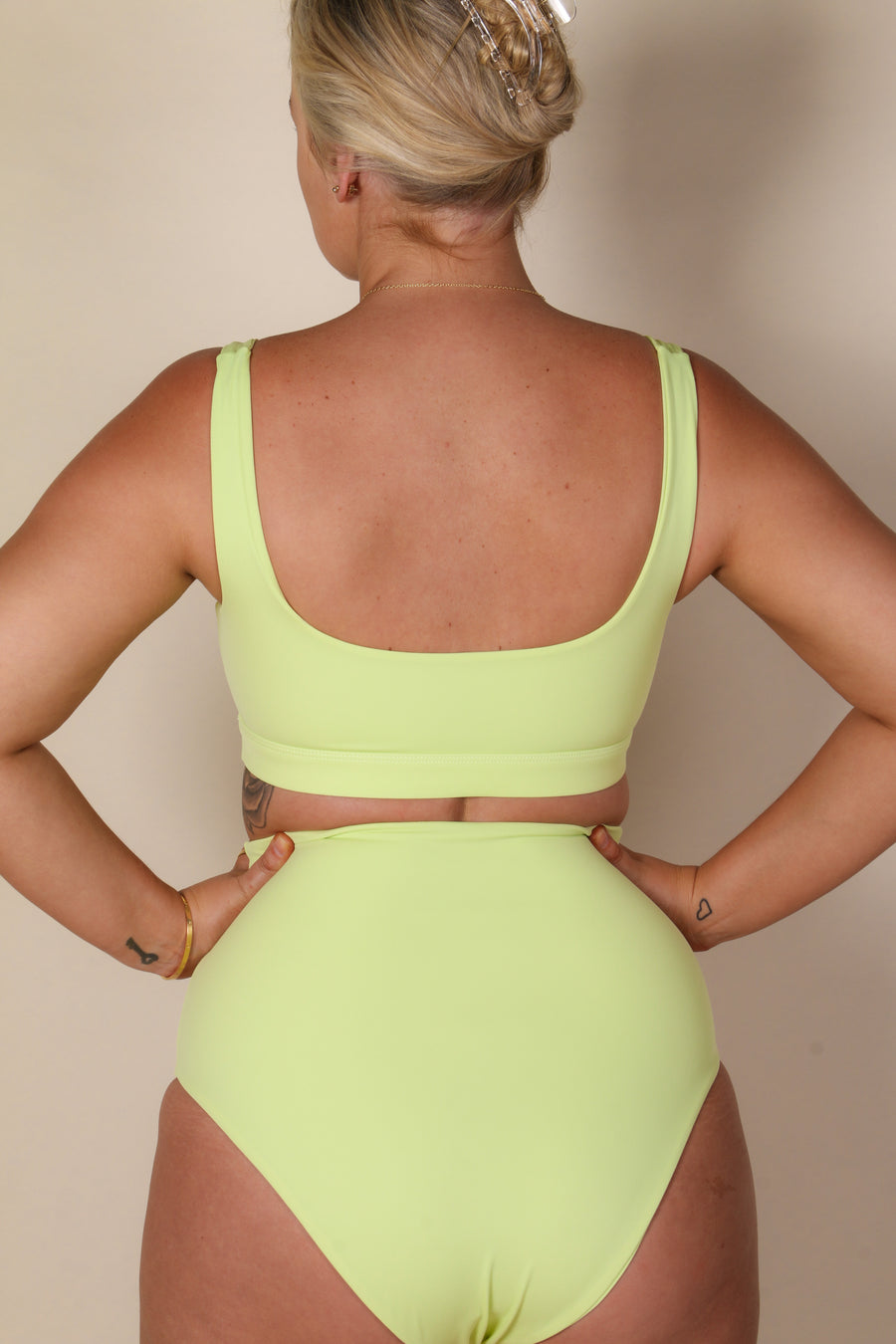 SCARLETT TOP SOFT LIME