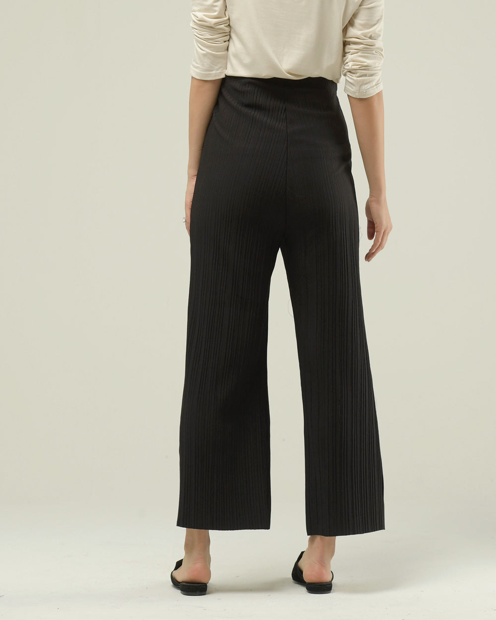 PLEATED WIDE CROPPED PANTS