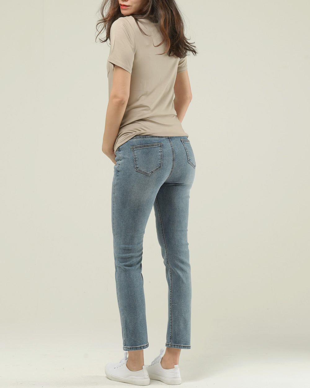 AMAZING FIT SLIM STRAIGHT JEANS