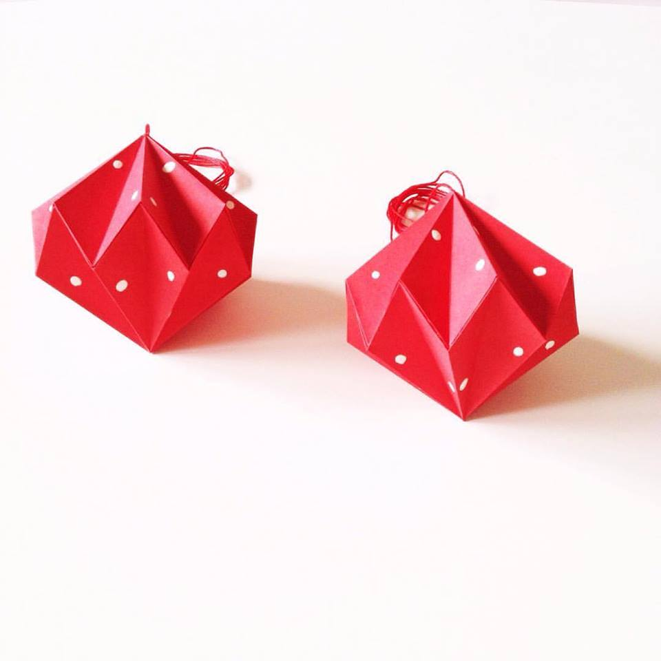 Diamonds - red with white painted dots - 2 M