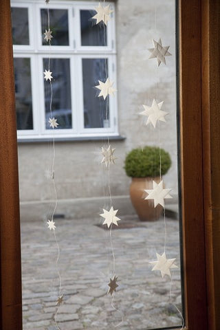 White garland with 9 flat folded stars on white string S