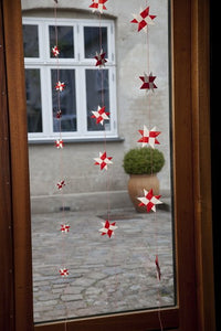 Mixed garland w 9 flat folded stars on a red string S