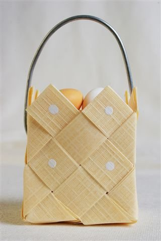 Basket soft yellow with steel handle - 3 pcs