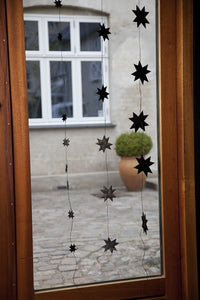 Black garland with 5 flat folded stars on black string L