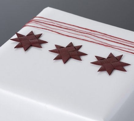 Bordeaux flat star with tape S - 12 pcs