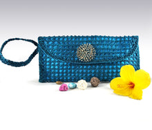 Load image into Gallery viewer, Azure Envelope Bag - Iraca Palm Authentic Handmade Handbag