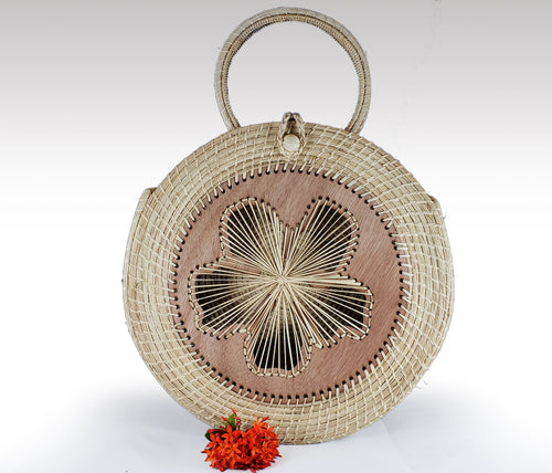 Deborah -  Iraca Palm Handmade Bag with wooden accent