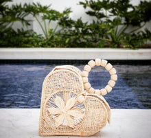 Load image into Gallery viewer, Corazon - Heart Shaped Iraca Palm Bag