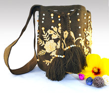 Load image into Gallery viewer, La Marrona - Wayuu Mochila with pearl and embroidered accents