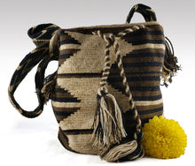 Load image into Gallery viewer, Juliana - Wayuu Authentic Mochila Bag