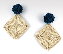 Load image into Gallery viewer, Rogelia - Iraca Palm Leaf Handwoven Earrings