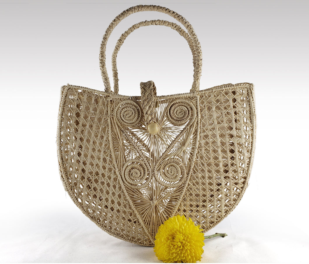 Rosalia - Iraca Palm Authentic Handmade Handbag with button closure