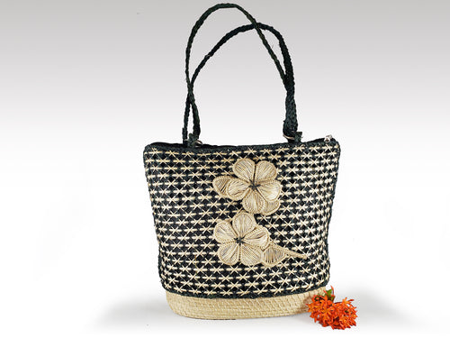 Zulema -  Iraca Palm Handmade Bag with zippered closure
