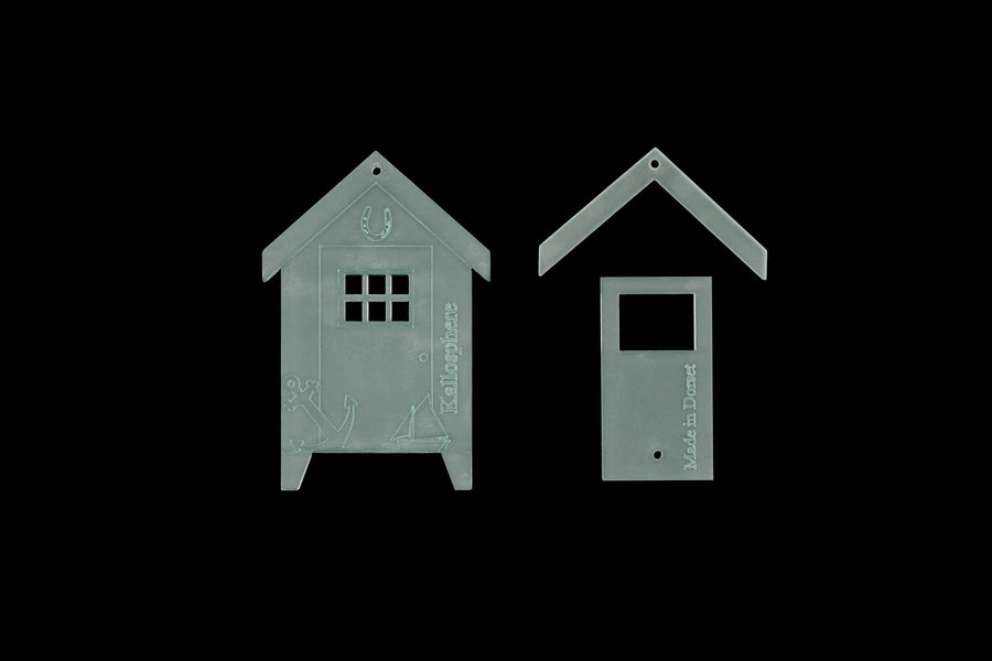 AN ACRYLIC BEACH HUT SEWING CRAFT TEMPLATE