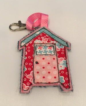 AN ACRYLIC BEACH HUT DUO SEWING/CRAFT TEMPLATE