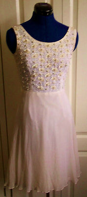 Stunning Ivory vintage 1960s vintage Mod dress. Lace with handstiched bead.XS 6