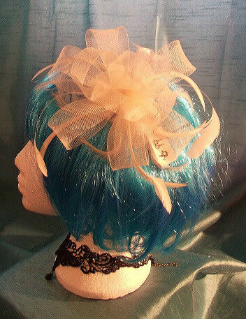 STEAMPUNK/BURLESQUE CREAM FEATHER Fascinator-wedding/prom/event/halloween party