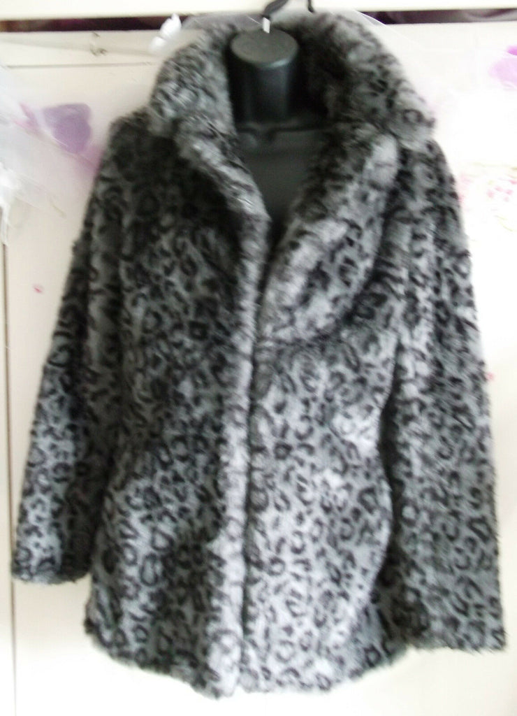 Funky,Fluffy size12,leopard print, faux fur jacket,hip length, lined,clasp front