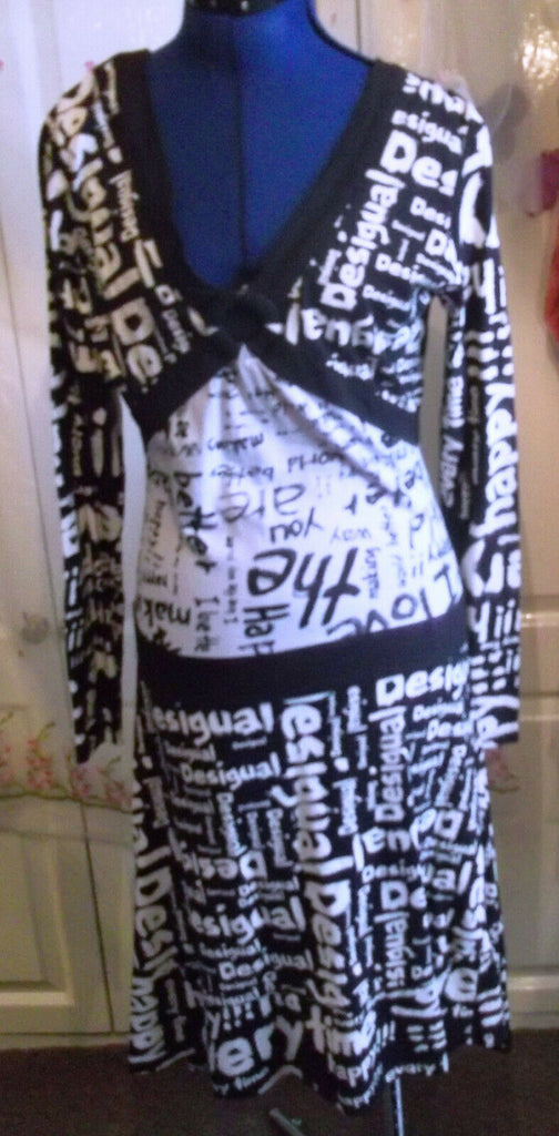 Ladies Stunning Black & White Desigual Dress Size M 12/14.3/4 sleeves.kneelength