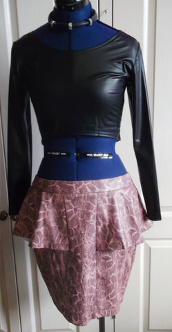 PUNK/alternative pink faux snakeskin peplo skirt.size 14uk.kneelength,zip,lined