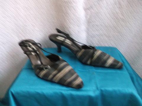 60's inspired low hel strappy sandals. Size 4