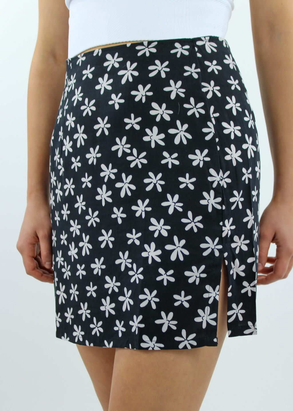 Crazy Daisy Lady Mini Skirt ★ Black & White - Rock N Rags
