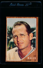Load image into Gallery viewer, Scan of 1962 Topps 129A Lee Walls/Plain Jersey, facing right EX