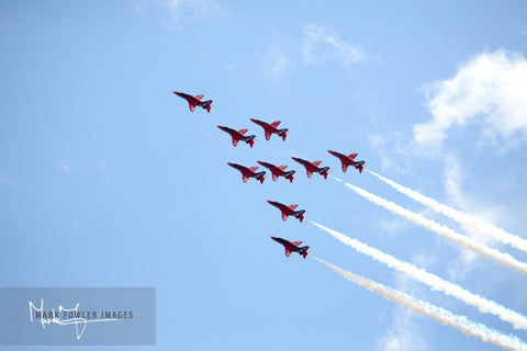 Red Arrows Eagle Roll 1634 A - markfowlerimages.com