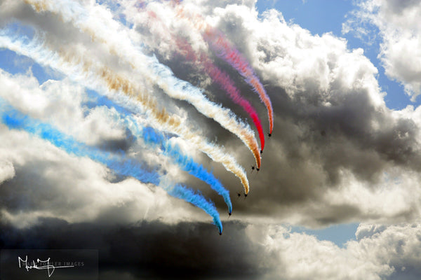 Red Arrows Dark Sky 1669A - markfowlerimages.com