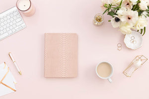 momAgenda Desktop Planner | Blush Crocodile