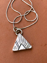 Load image into Gallery viewer, SAND ARROW NECKLACE