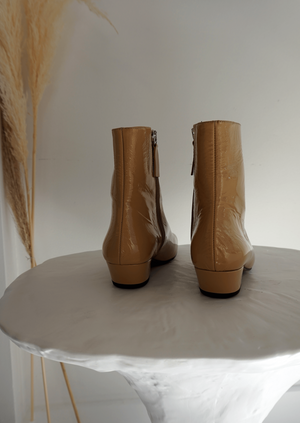 About Arianne Jules in wood. Patent leather ankle boots. Fall Winter 2020. Gastown Shopping.