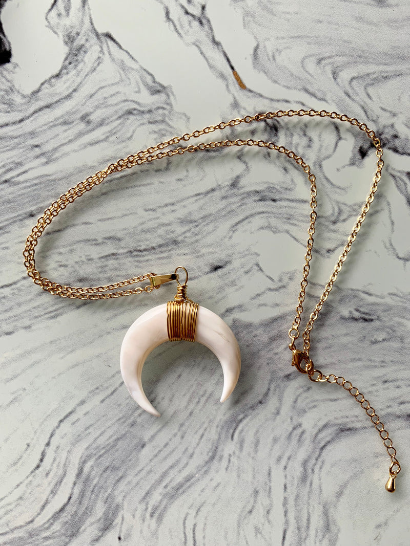 Moonlight Shell Horn Necklace - Kaimana Jewelry