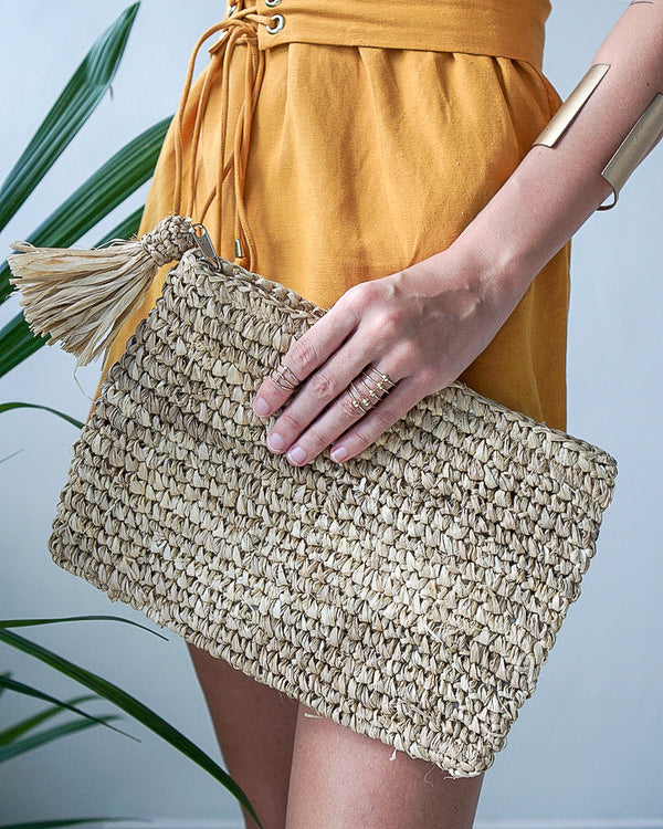 Straw Beach Clutch - With Straw Tassel