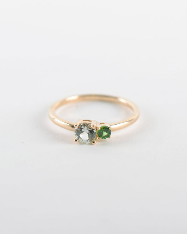Unio Ring in Yellow Gold with a Tsavorite Garnet and a Pastel Sapphire
