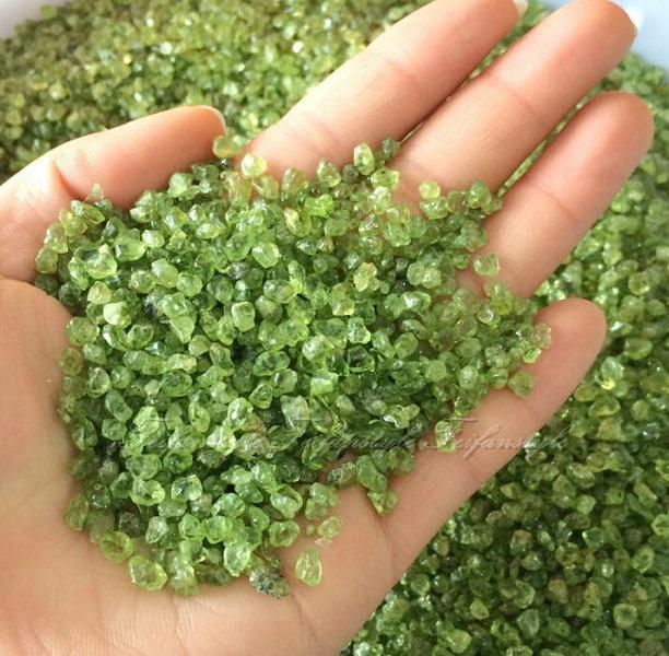 50g Natural Peridot Olivine Quartz Crystal Stone Rock Chips Lucky Healing F085 Feifanstyle natural stones and minerals