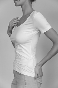 Slim Fit deep neckline