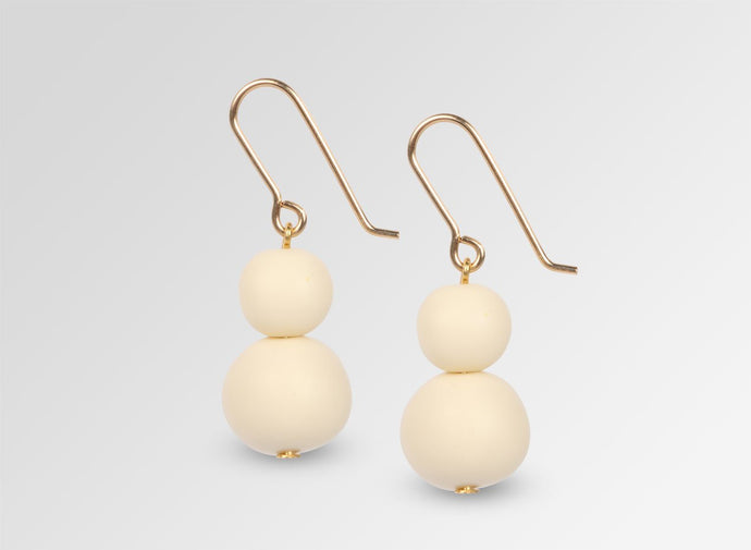 DOUBLE BALL ON WIRE EARRINGS - Cream