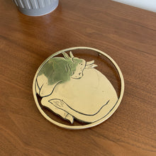 Load image into Gallery viewer, Vintage Brass Bull Trivet