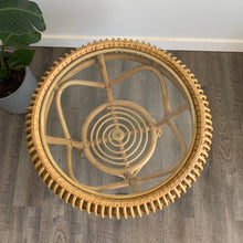 Load image into Gallery viewer, Rattan Round Table