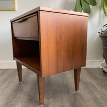 Load image into Gallery viewer, Vintage Mid Century Modern Walnut Nightstand Table
