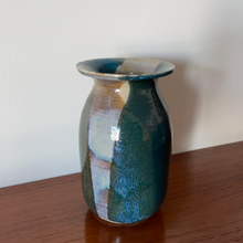 Load image into Gallery viewer, Studio Pottery Vase
