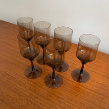 Load image into Gallery viewer, Set of 6 Smoked Wine Glasses