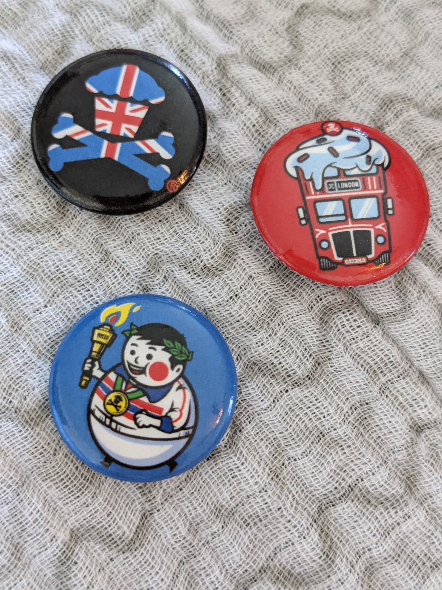 Johnny Cupcakes London Buttons Pins Collection (3)