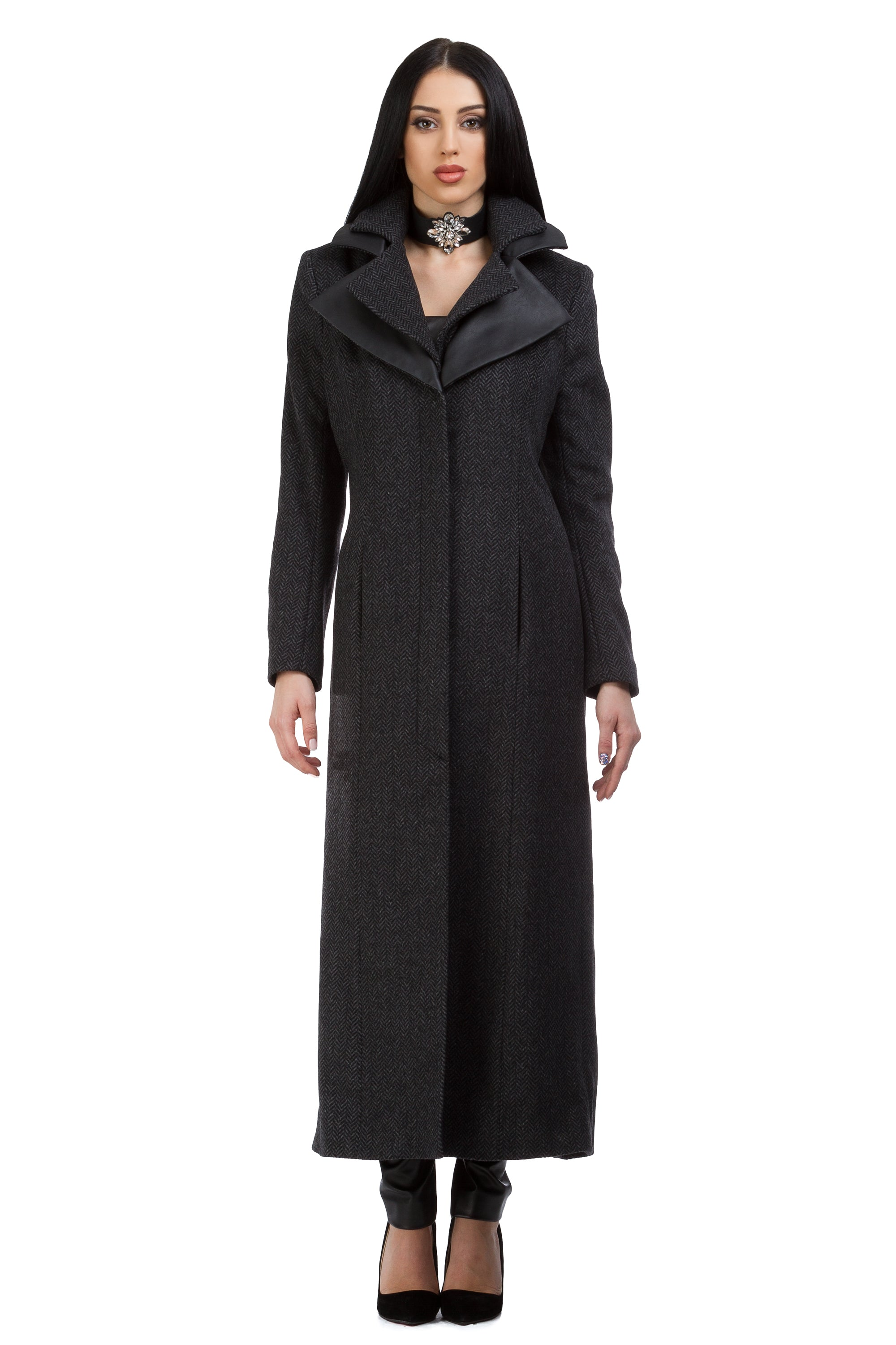 Long black wool coat with a triple collar