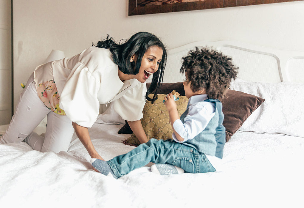 Med Air Solutions 400 woman playing with child amongst pillows