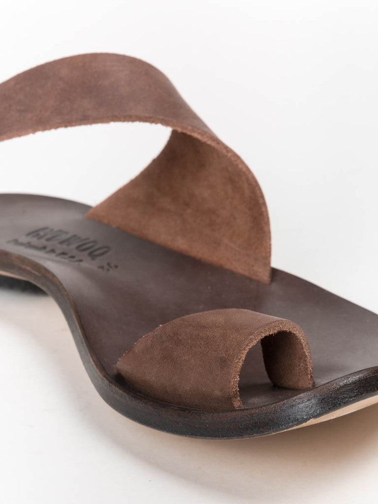 cydwoq thong sandal in dark brown