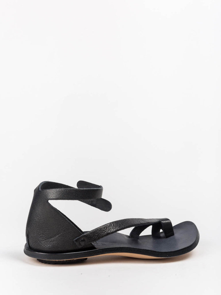 cydwoq tomcat sandal in black